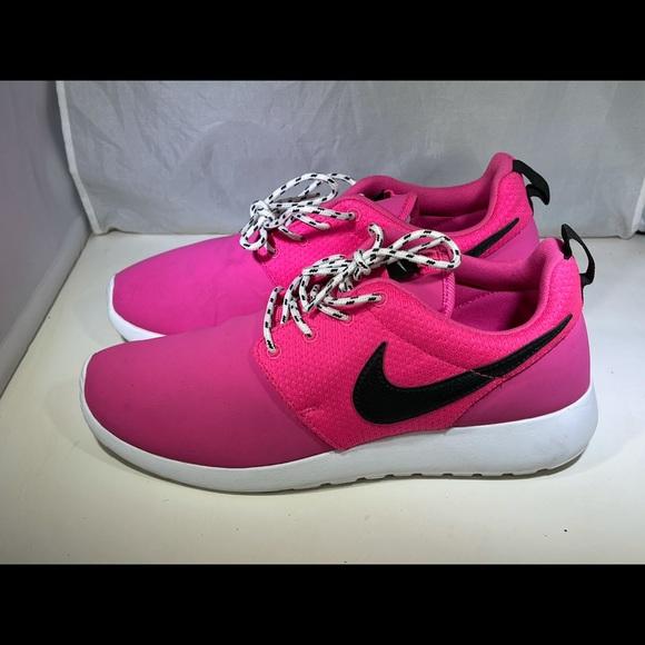 PreOwned Nike RosheRun Women's 7.5 Hot Pink
